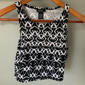 Black and white pattern crop top